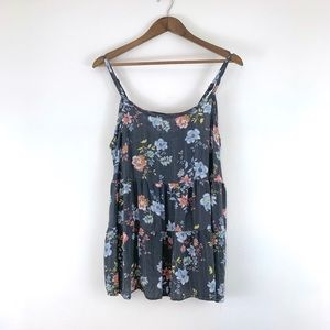 Torrid sleeveless gray floral top, Size Large